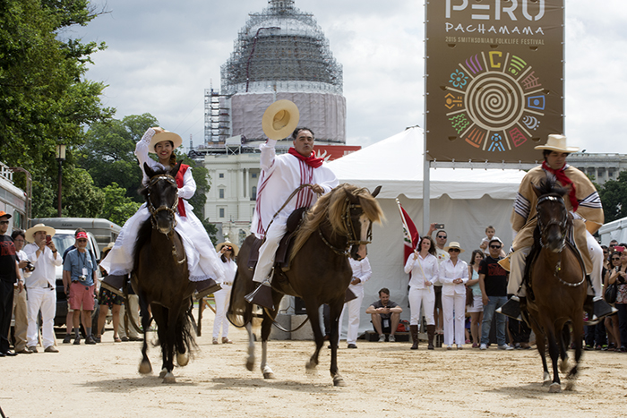 The Moran family from Virginia shows off their Peruvian Paso horses on Festival Community Day. Photo by Ronald Villasante, Ralph Rinzler Folklife Archives
