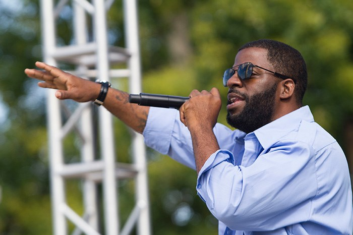"Rhymefest performing in J.PERIOD's ""Live Mixtape"" at Freedom Sounds on September 25, 2016. Photo by Leah L. Jones, Smithsonian National Museum of African American History and Culture"