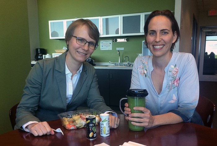 Sarah Federman (right) joins Katherine G. Southwick, a PhD candidate at the University of Singapore, for lunch in May 2017. <br><i>Photo by Sarah Rose Jensen</i>