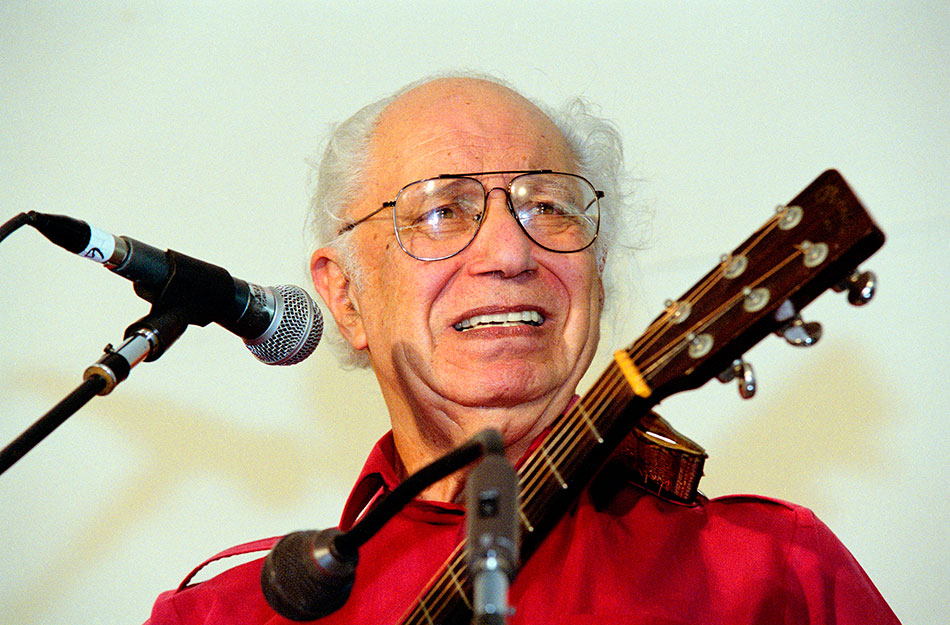 Collector Records founder Joe Glazer performs at the 2001 Smithsonian Folklife Festival. Photo by Michael Monseur.