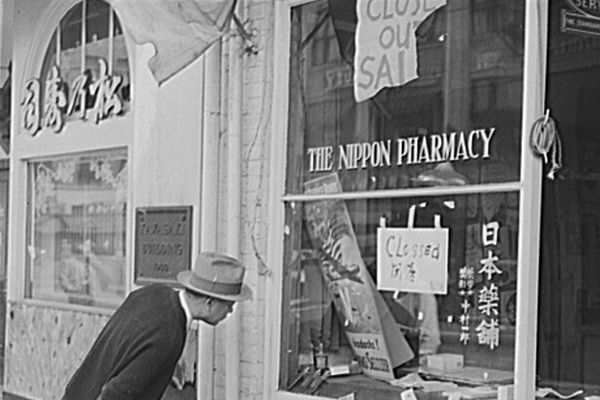 """Closed"" sign posted in front of a pharmacy in Little Tokyo (1942)"