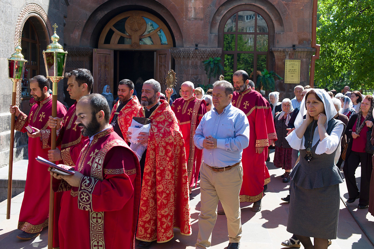 A  procession with the Powerful Gospels