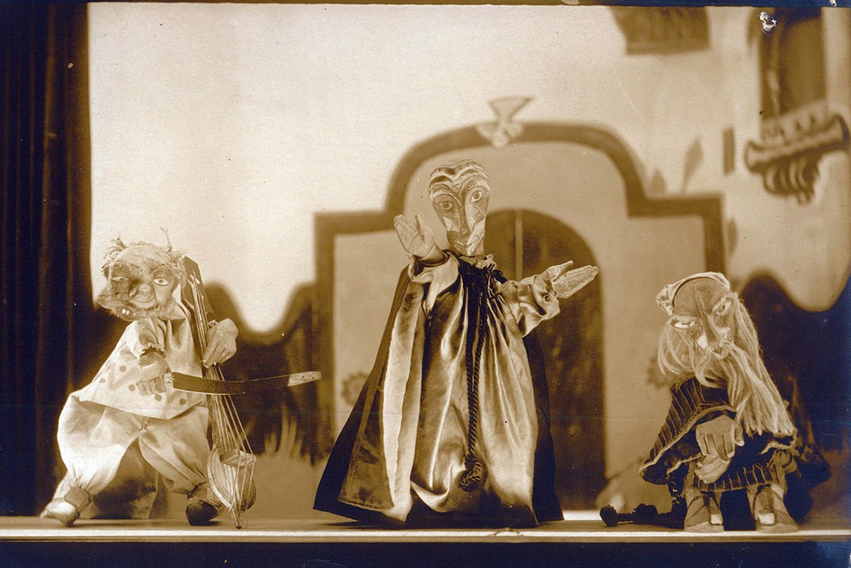 Modicot Yiddish puppet theater