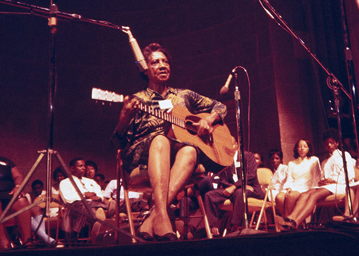 Elizabeth Cotten at the 1969 Smithsonian Folklife Festival. Photo by Diana Davies, Ralph Rinzler Folklife Archives